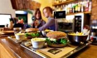 Открыть свой ресторан или заниматься доставкой?