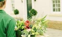 Доставка букета цветов на дом – востребованная услуга более чем со столетней историей!
